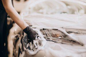 Handwäsche eines Fahrezeuges, Fahrzeugpflege