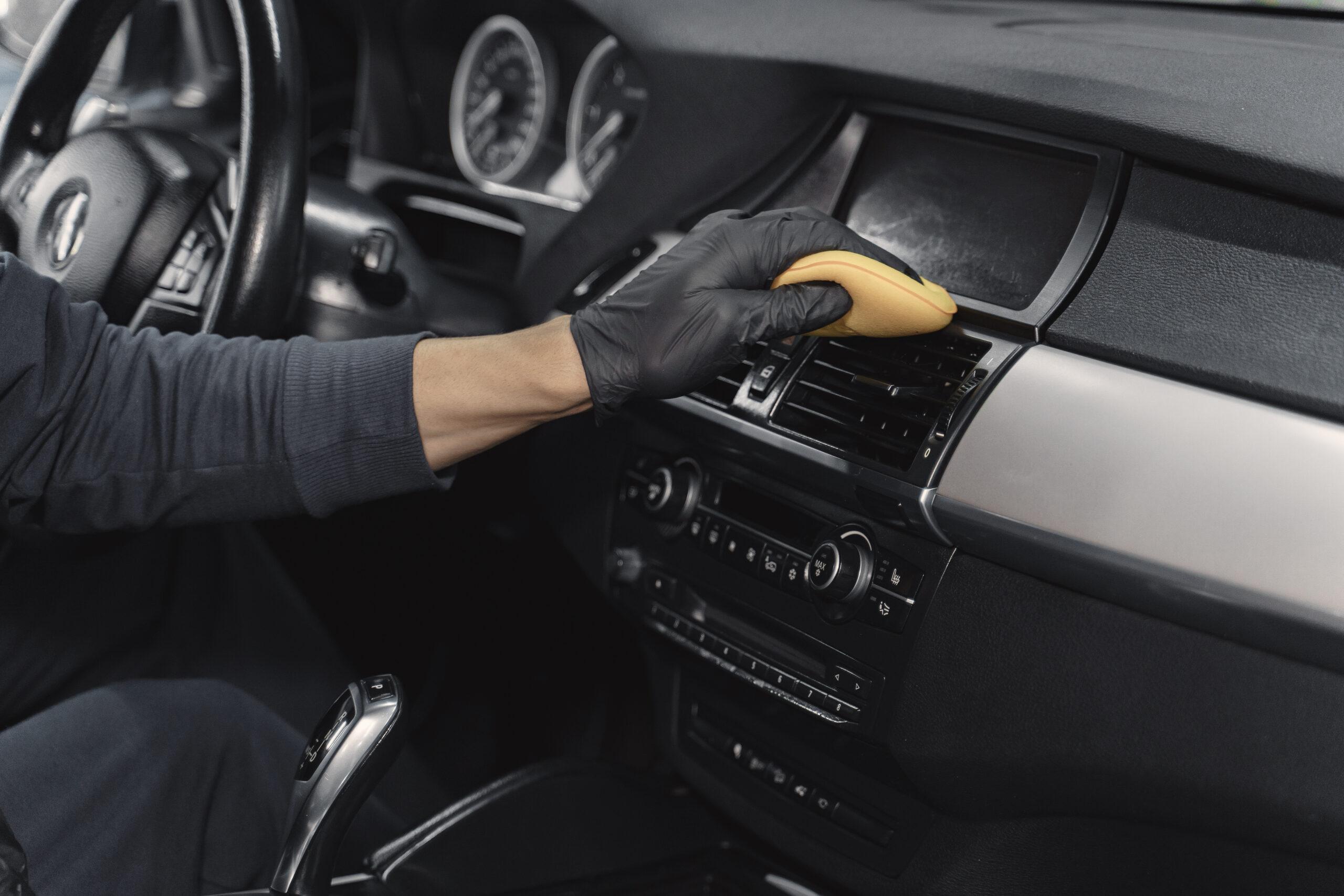 Fahrzeugaufbereitung, Reinigung im Innenraum